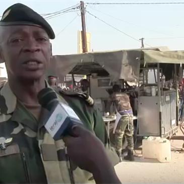 L'Armée sénégalaise distribue du pain aux pélerins